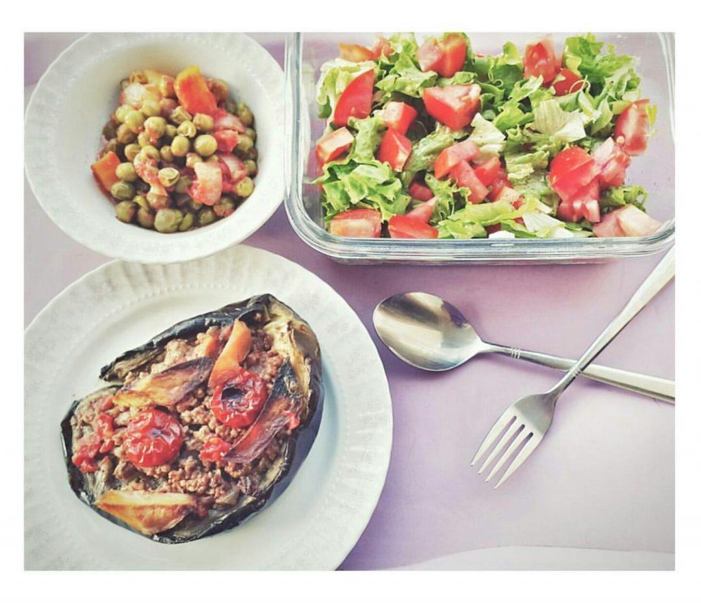 Patlıcan karnıyarık bezelye salata