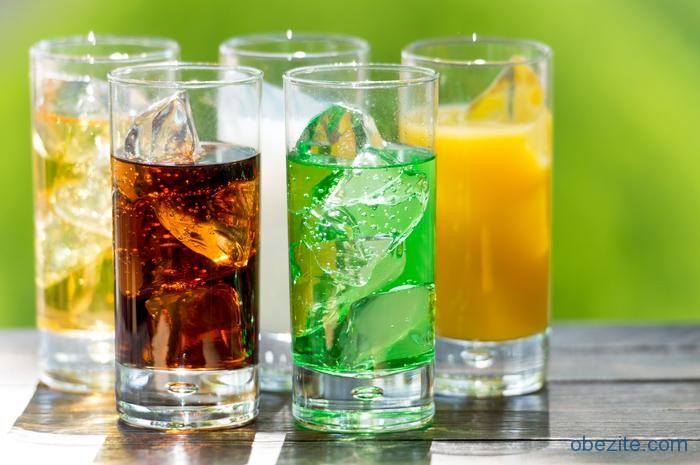 Şekerli içecekler kola