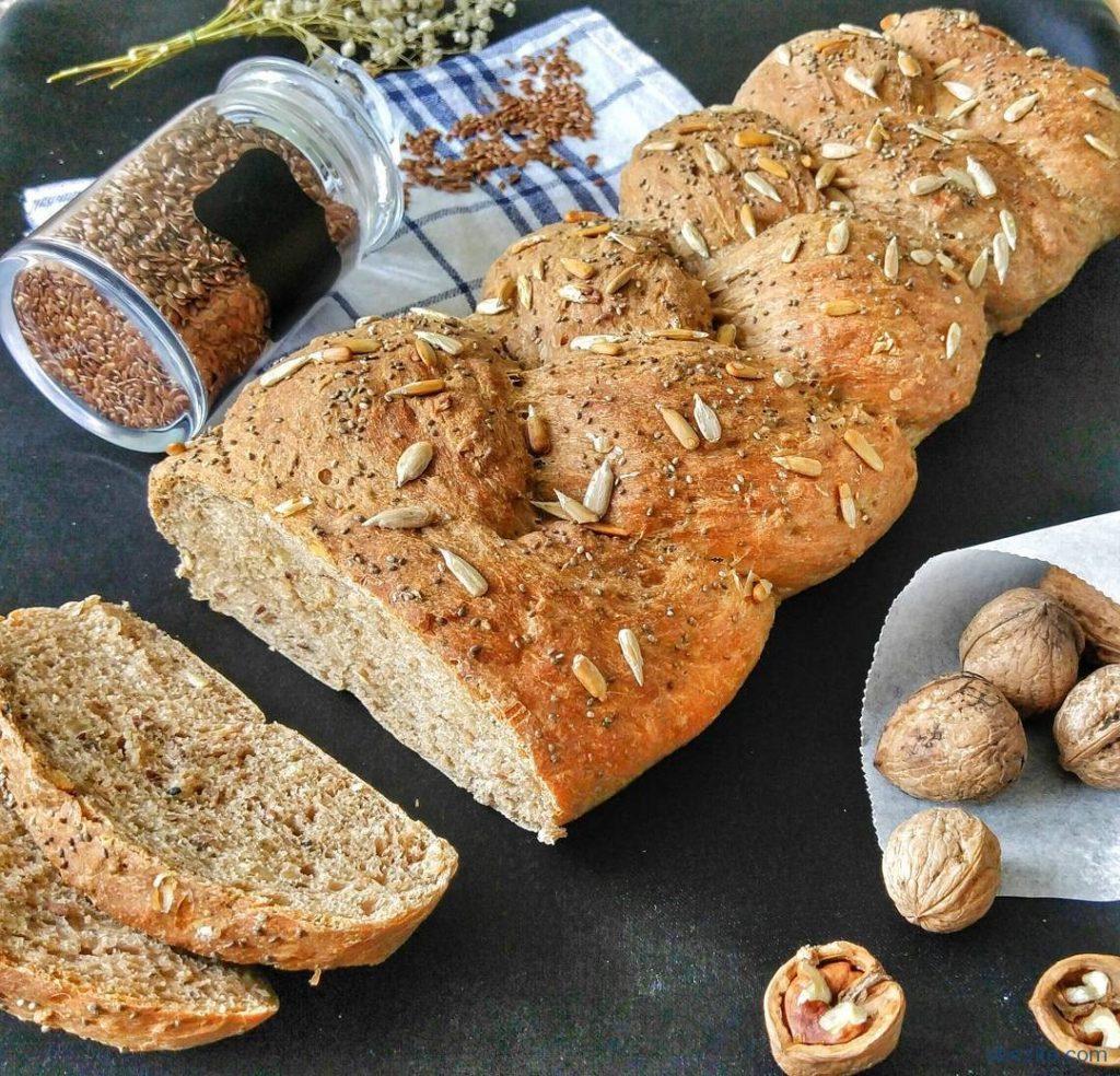 Ev yapımı tam tahıllı ekmek